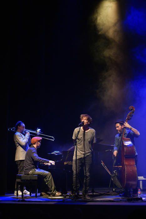 Ramon Mirabet connecta amb un públic entregat al Kursaal
