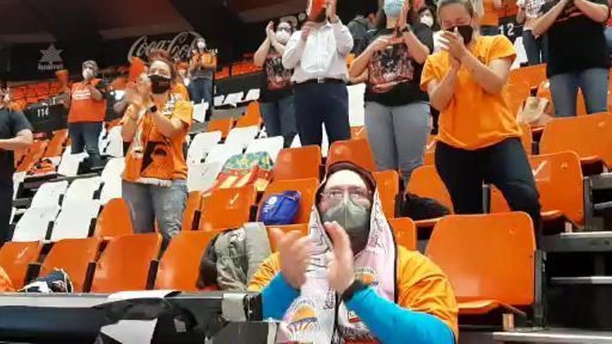 La ovación de La Fonteta a las jugadoras de Valencia Basket