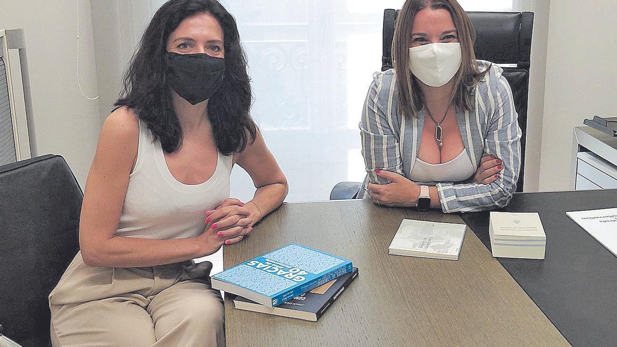 Sandra Fernández y Marga Prohens, ayer en el despacho de la sede del PP de Palma.