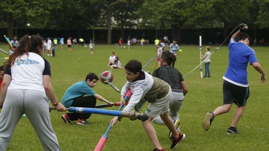 """El uso de parques para prácticas como el """"jugger"""" se regula para evitar conflictos"""
