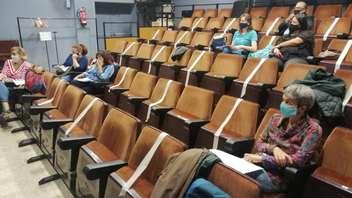 El jurat, escoltant les propostes dels candidats, el setembre passat a La Cate de Figueres.