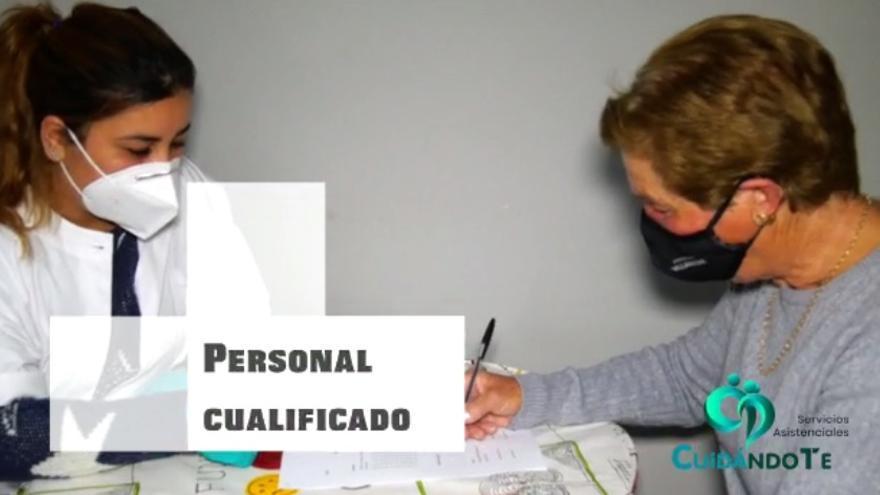 Cristina Esteban, directora de CuidándoTe, explica el funcionamiento de la empresa.