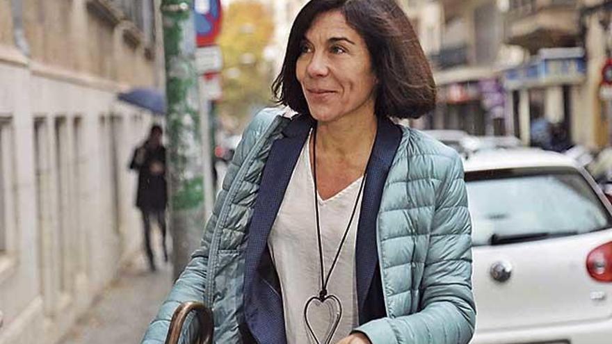 El juez confirma que Pilar Carbonell debe ser juzgada por ayudar a Cursach