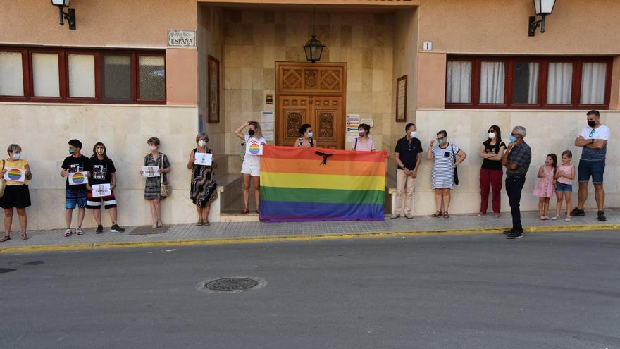 Pinoso condena el asesinato de Samuel y la LGTBIfobia