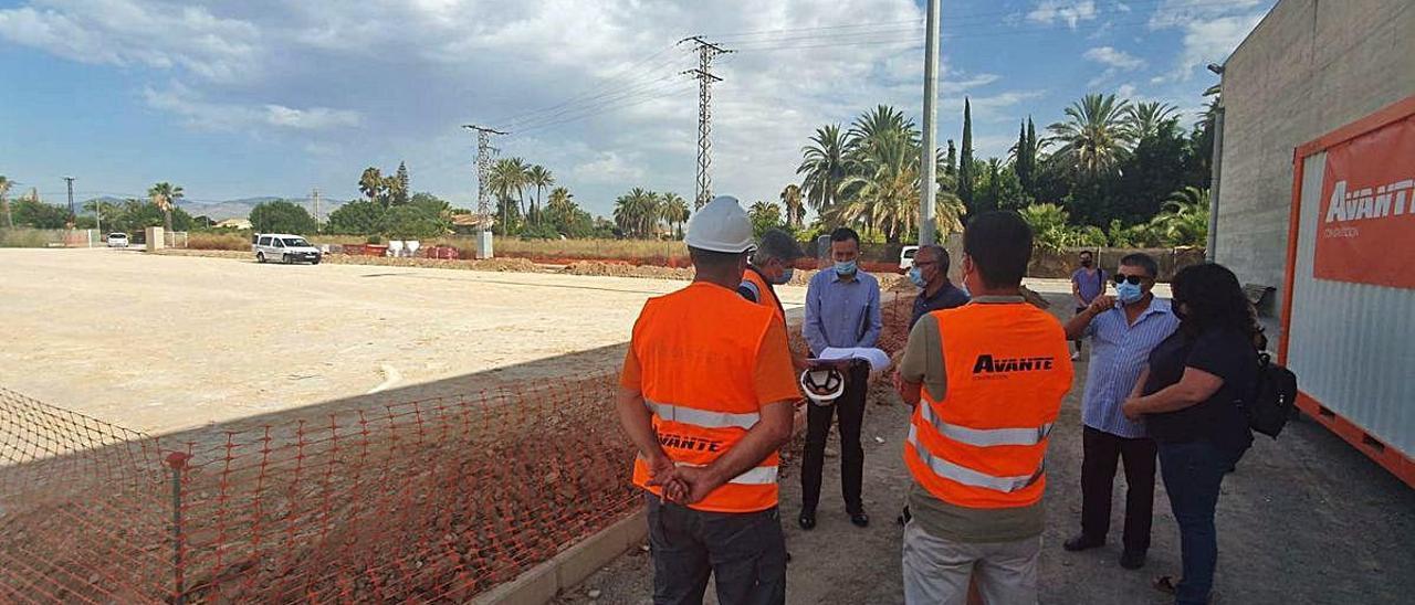 Empieza a rodar la remodelación del campo de fútbol de La Hoya