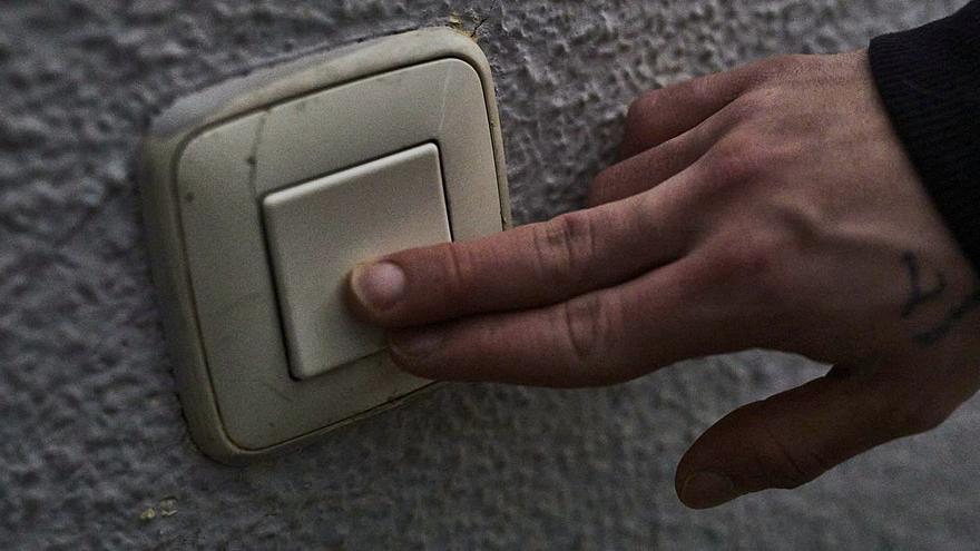 Los hogares que piden ayudas para que no les corten la luz se disparan hasta los 3.800