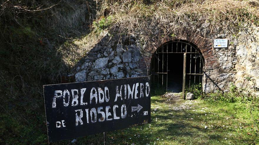 Una ruta por las joyas de Riosa: el Ayuntamiento unirá el Angliru con Texeo