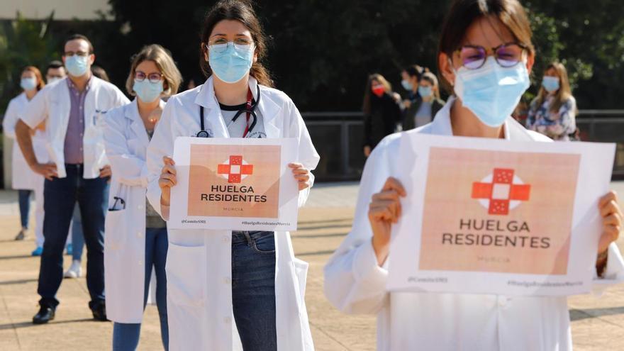El Colegio de Médicos, en contra de las nuevas órdenes del SMS a los residentes