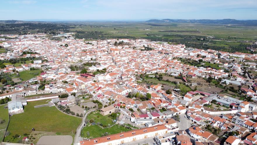 El nuevo Plan General de San Vicente de Alcántara busca el desarrollo urbanístico y  de la industria del corcho