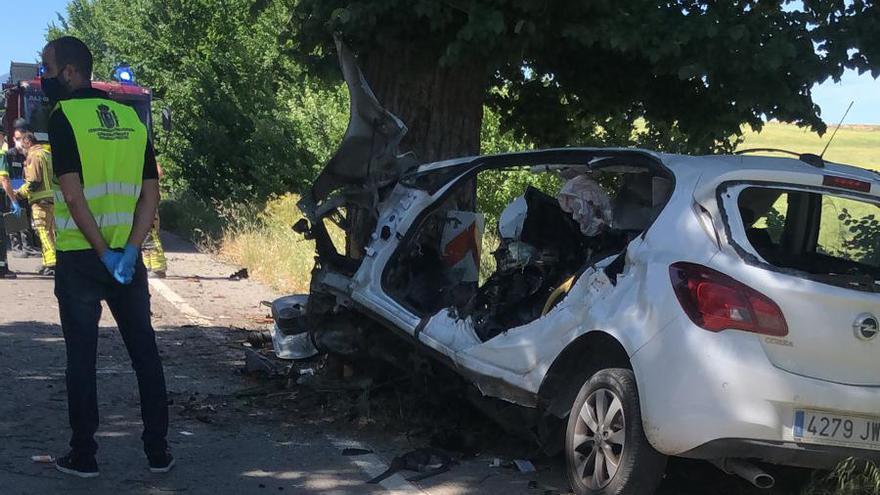 Fallece tras chocar su coche contra un árbol en Mula