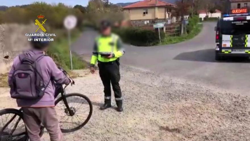 Denunciado un octogenario de Melide en bicicleta a 10 kilómetros de su casa