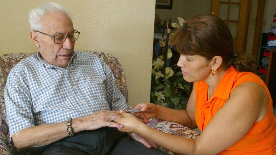 Condenan a indemnizar a una trabajadora de un geriátrico tinerfeño
