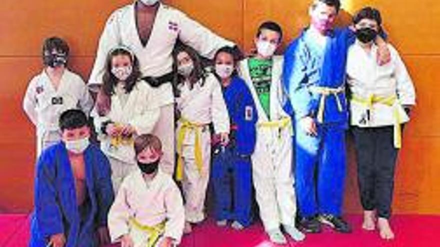El Club Judo Sant Esteve rep la visita del campió de judo Robert Florentino