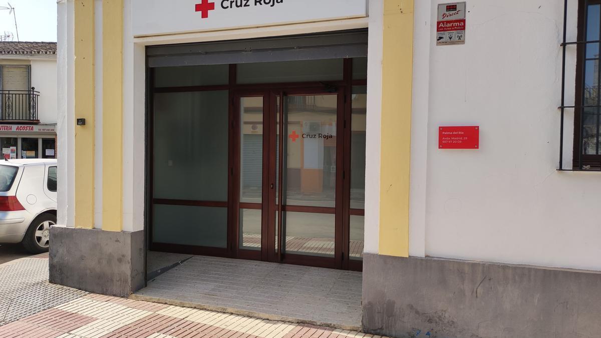 Acceso a la nueva sede de Cruz Roja en Palma del Río.