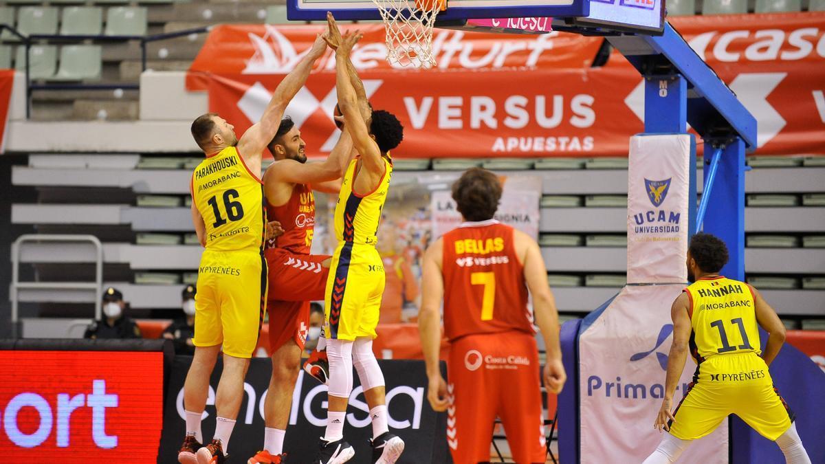 Un momento del encuentro disputado entre el UCAM y el Morabanc.