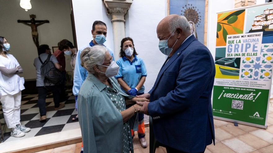 Andalucía vacunará de la gripe a 7.800 mayores de residencias de Málaga y a un millar de discapacitados