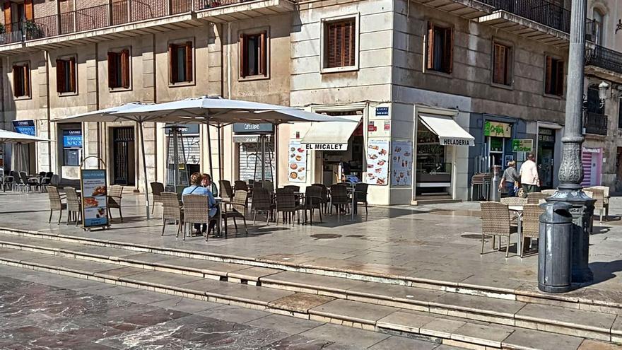 La hostelería de la plaza de la Virgen gana el primer litigio por las terrazas