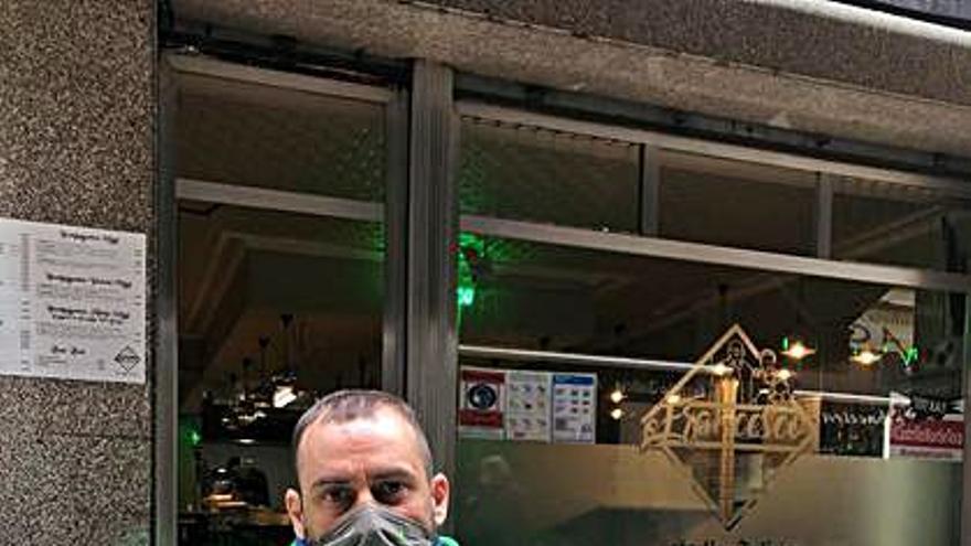 Antonio reparte 210.000 euros en seis cupones de la ONCE en su despedida de Verín