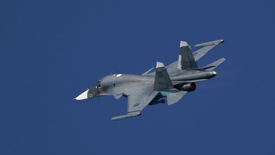 Rusia abre fuego de advertencia contra un destructor británico en el Mar Negro