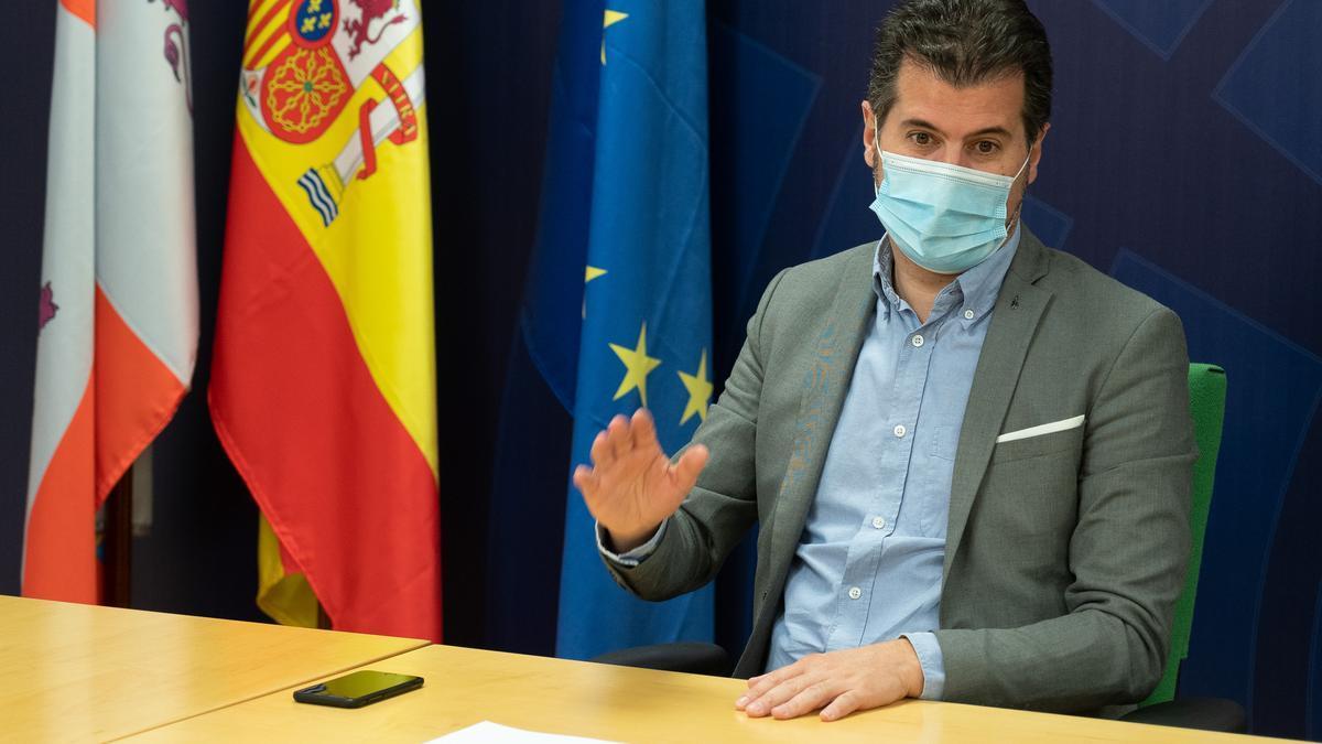 El secretario del PSOE en Castilla y León, Luis Tudanca, durante una reunión.