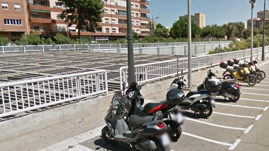 Circula por una calle de València a 156 kilómetros por hora