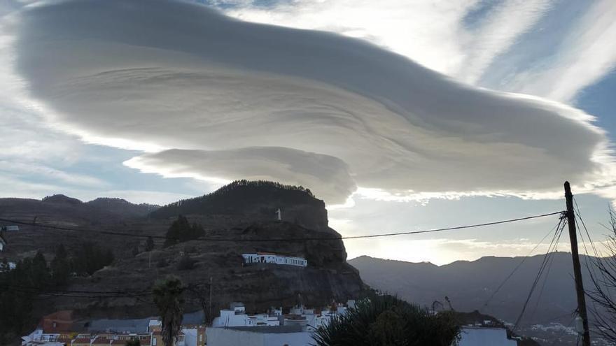 La borrasca Bárbara deja fuertes vientos y un sombrero en el Roque Bentayga
