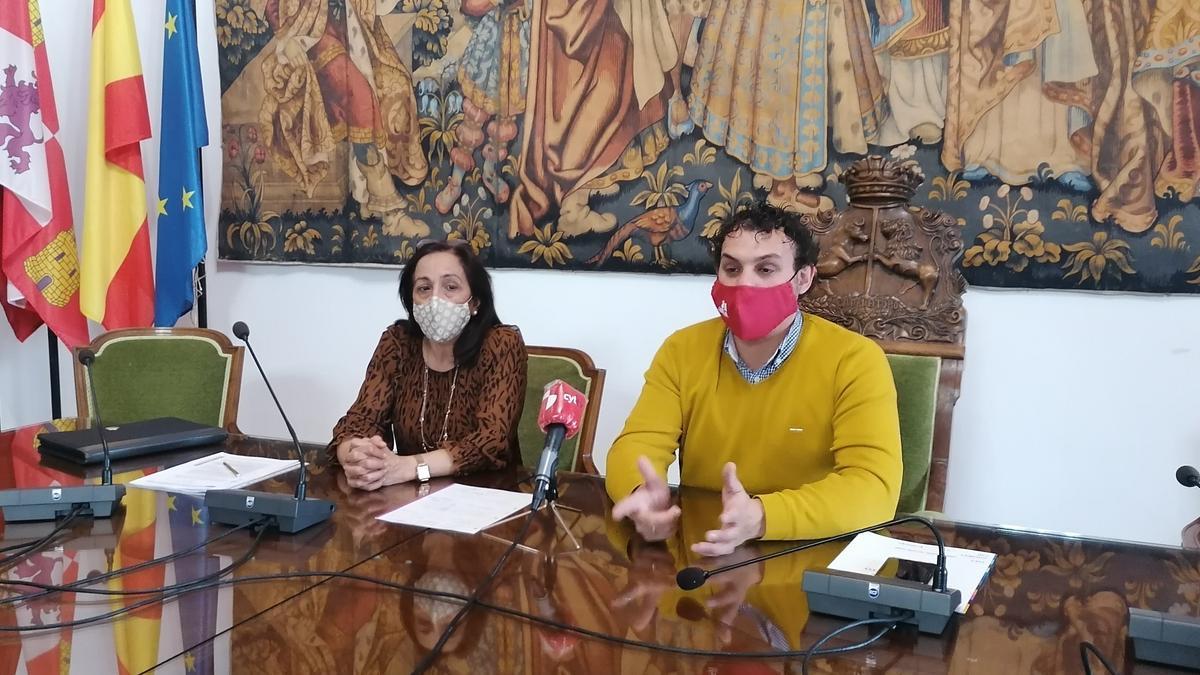 Ángeles Medina y Tomás del Bien presentan el balance de las ayudas