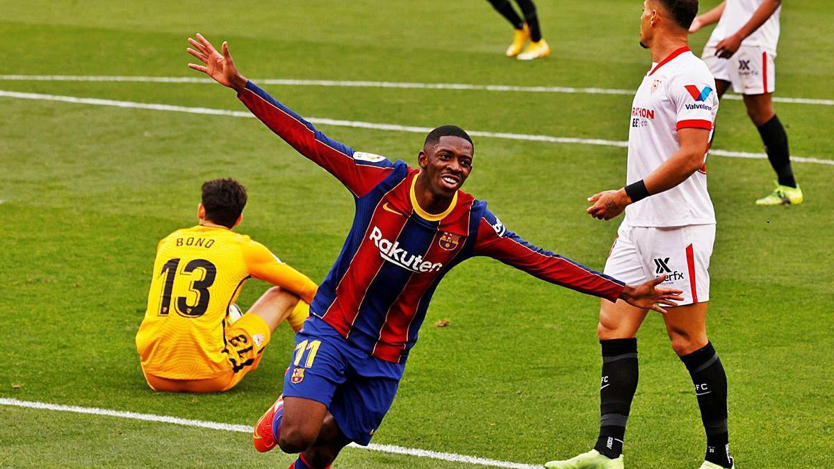 Dembélé celebra su gol, el primero del Barcelona, ayer en el Pizjuán. |  // REUTERS