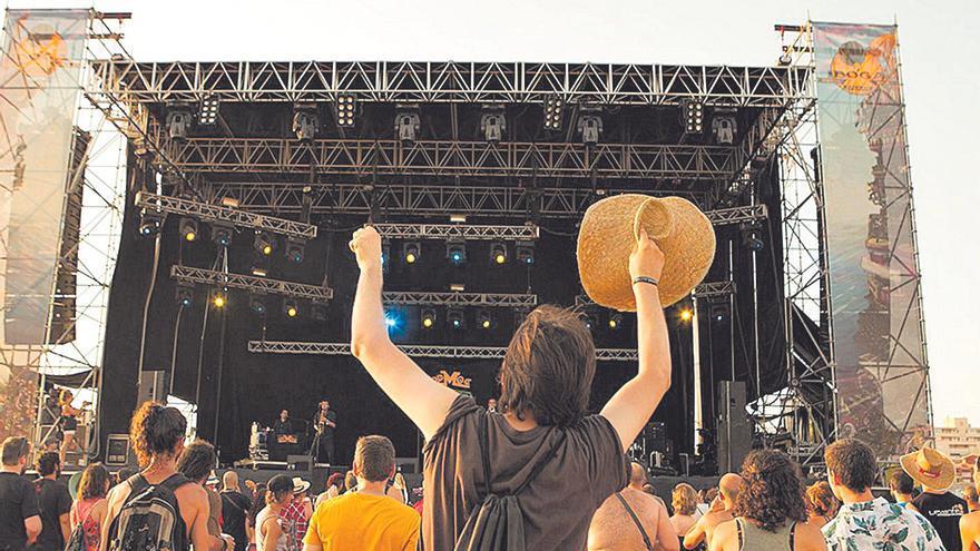 Una sentencia por el ruido pone en jaque los festivales de la playa de Tavernes