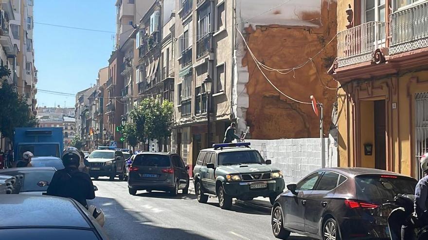 Convoy de la Guardia Civil en la calle Victoria durante una operación contra el terrorismo