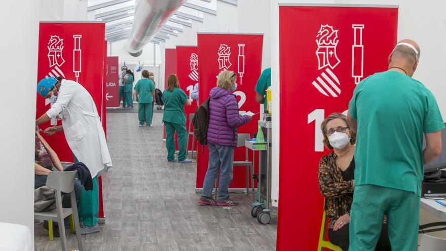 La provincia registra 81 positivos por coronavirus en una jornada en la que bajan los ingresos en hospitales