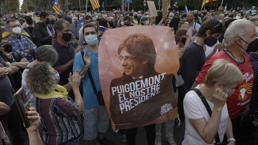 Manifestació a Barcelona en contra de la detenció de Carles Puigdemont a Itàlia
