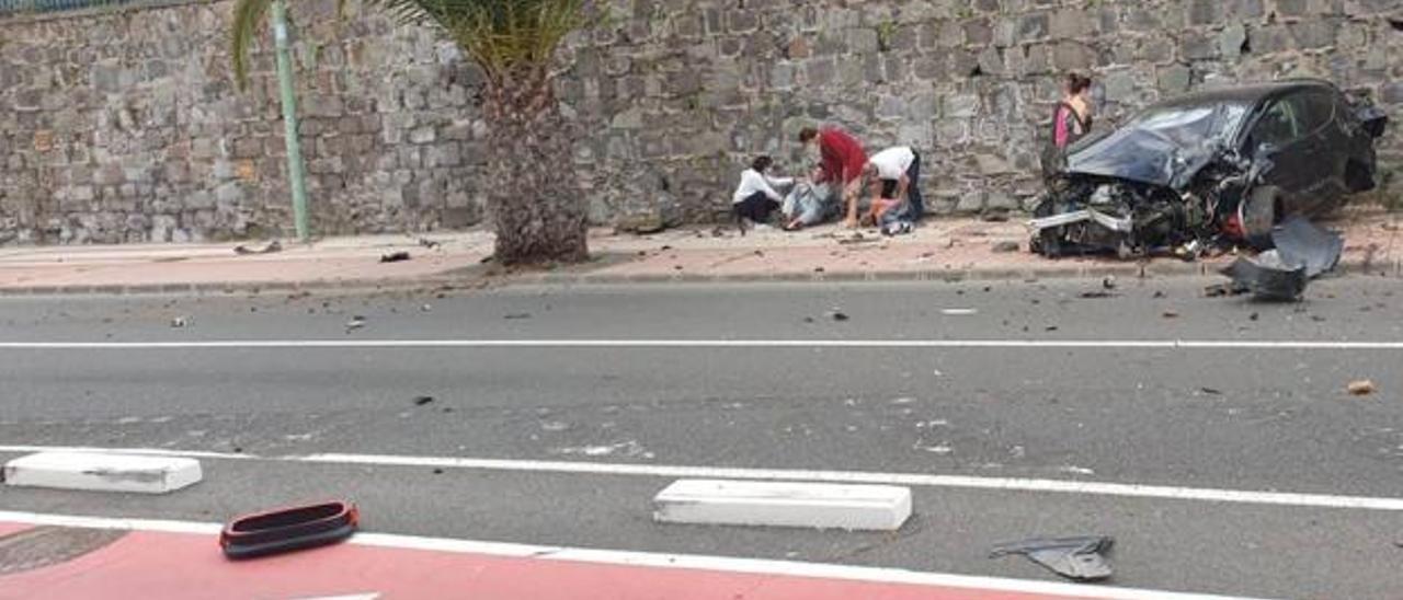 Un coche impacta contra una palmera en la capital grancanaria