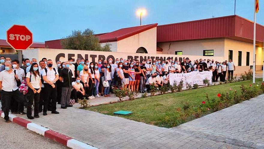 Protesta contra las agresiones a funcionarios en la cárcel de Villena
