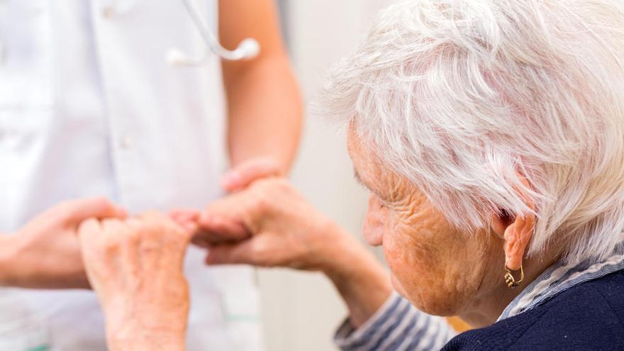 Las mujeres sufren más Alzheimer por los cambios en un gen