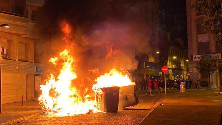 La marxa dels CDRs a Girona acaba amb enfrontaments amb la policia i contenidors cremats