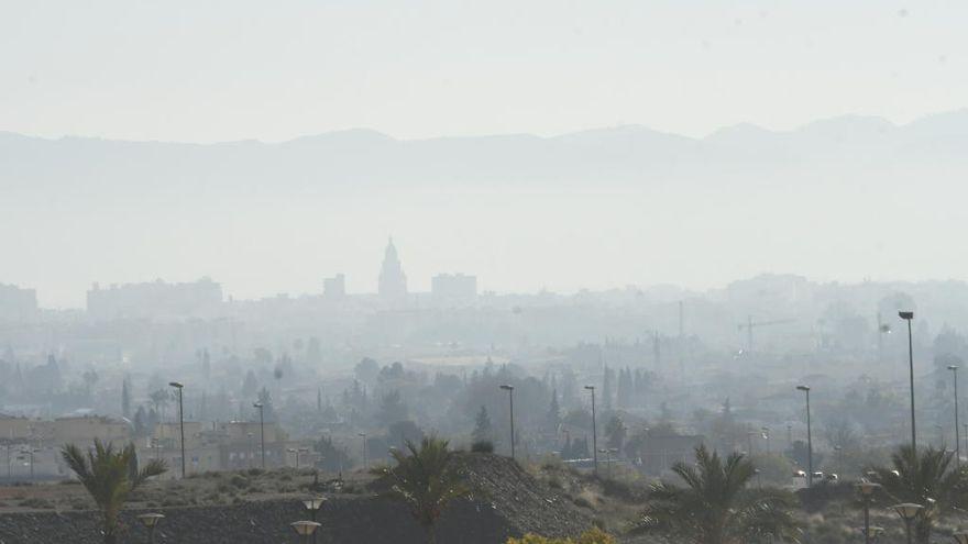 Activan el aviso por contaminación por la llegada de polvo africano a Murcia