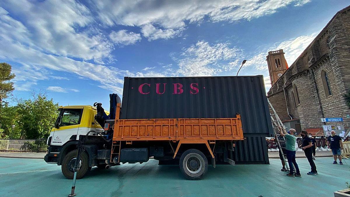 Els dos primers contenidors del projecte ja són a Sallent i es van exposar per les Enramades | LA FUMERA