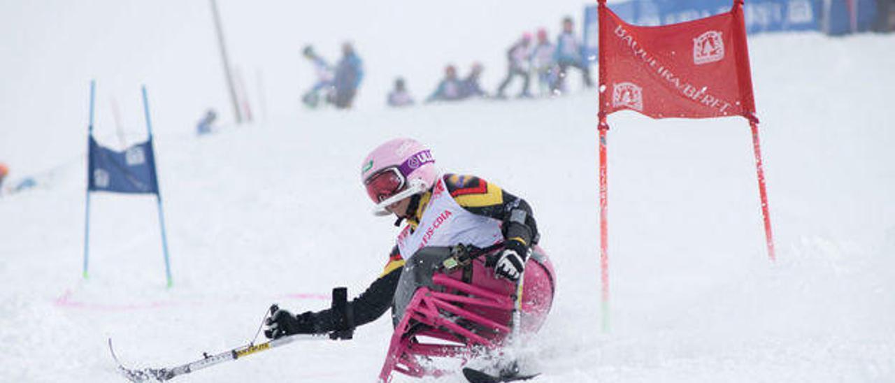 La adolescente española que ha conquistado la Copa de Europa de esquí paralímpico