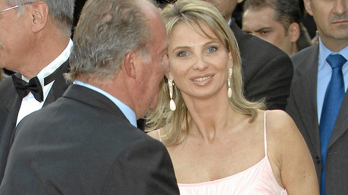 Corinna junto a Juan Carlos I, en una foto de archivo.