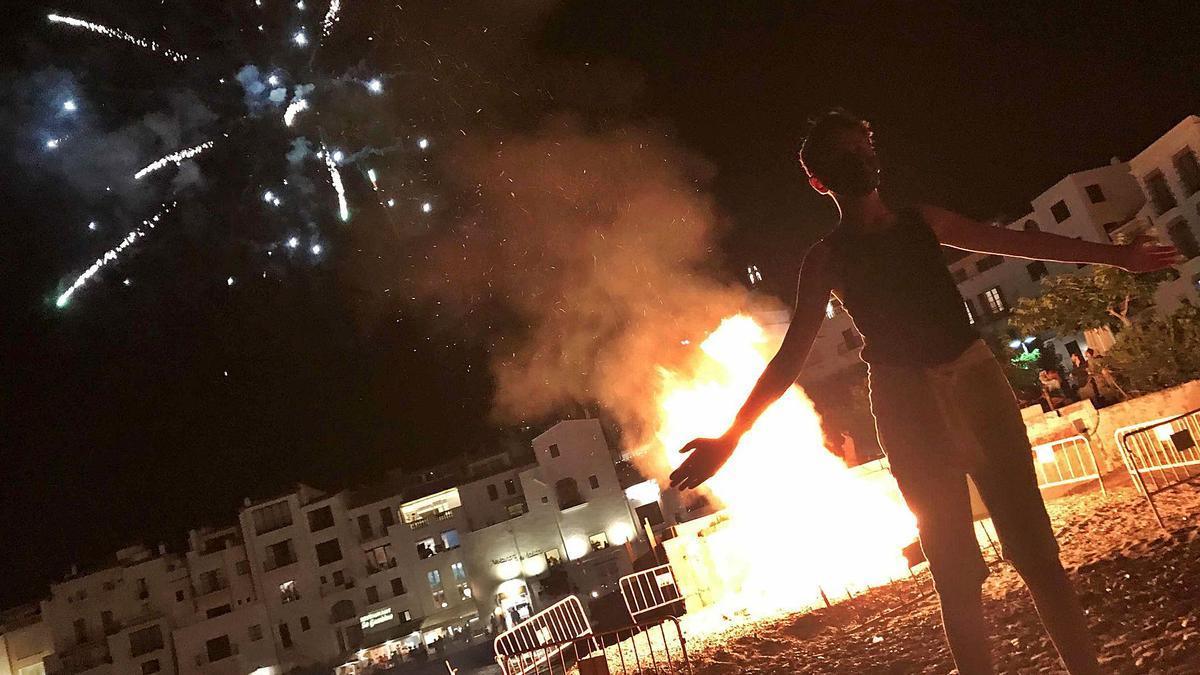 Imatge d'arxiu de la revetlla de Sant Joan de l'any passat a Cadaqués. | PERE DURAN / NORD MEDIA