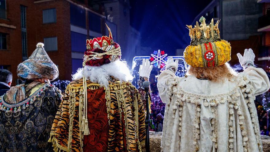 Cabalgata de Reyes desde los balcones de Mislata