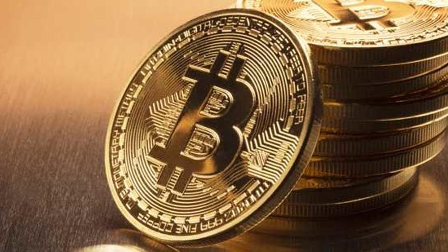 El bitcoin perd la meitat del seu valor en només un mes