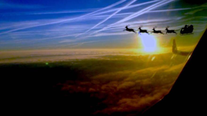 Papá Noel vuela con los controladores aéreos en Canarias