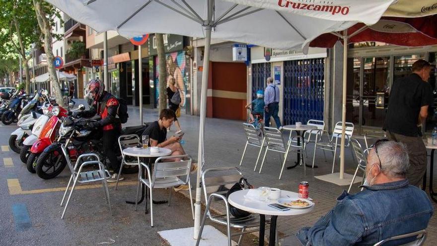 Palmas Gastronomen müssen Tische und Stühle von Parkstreifen räumen