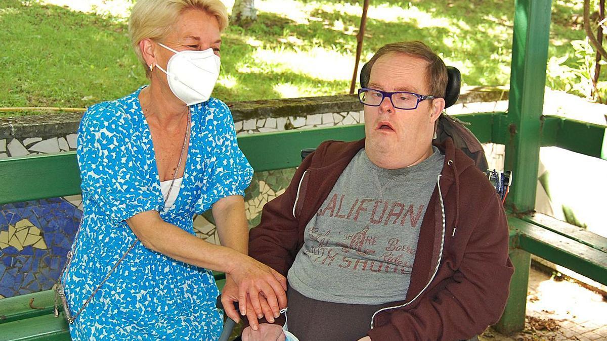 Lisa y Luis Matos en las instalaciones de Aspronaga.   | // ASPRONAGA