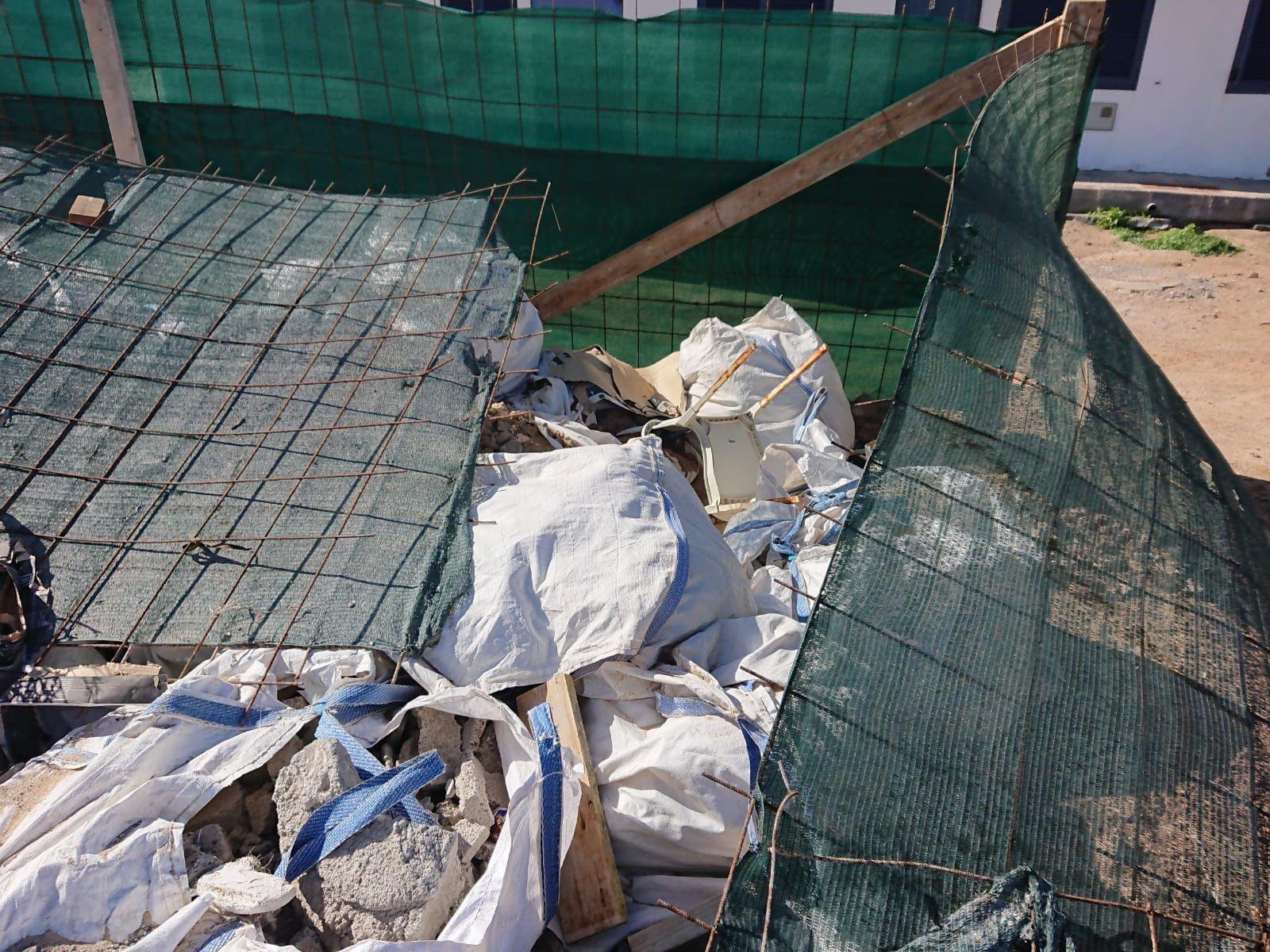 Escombrera ilegal de material de construcción en La Graciosa