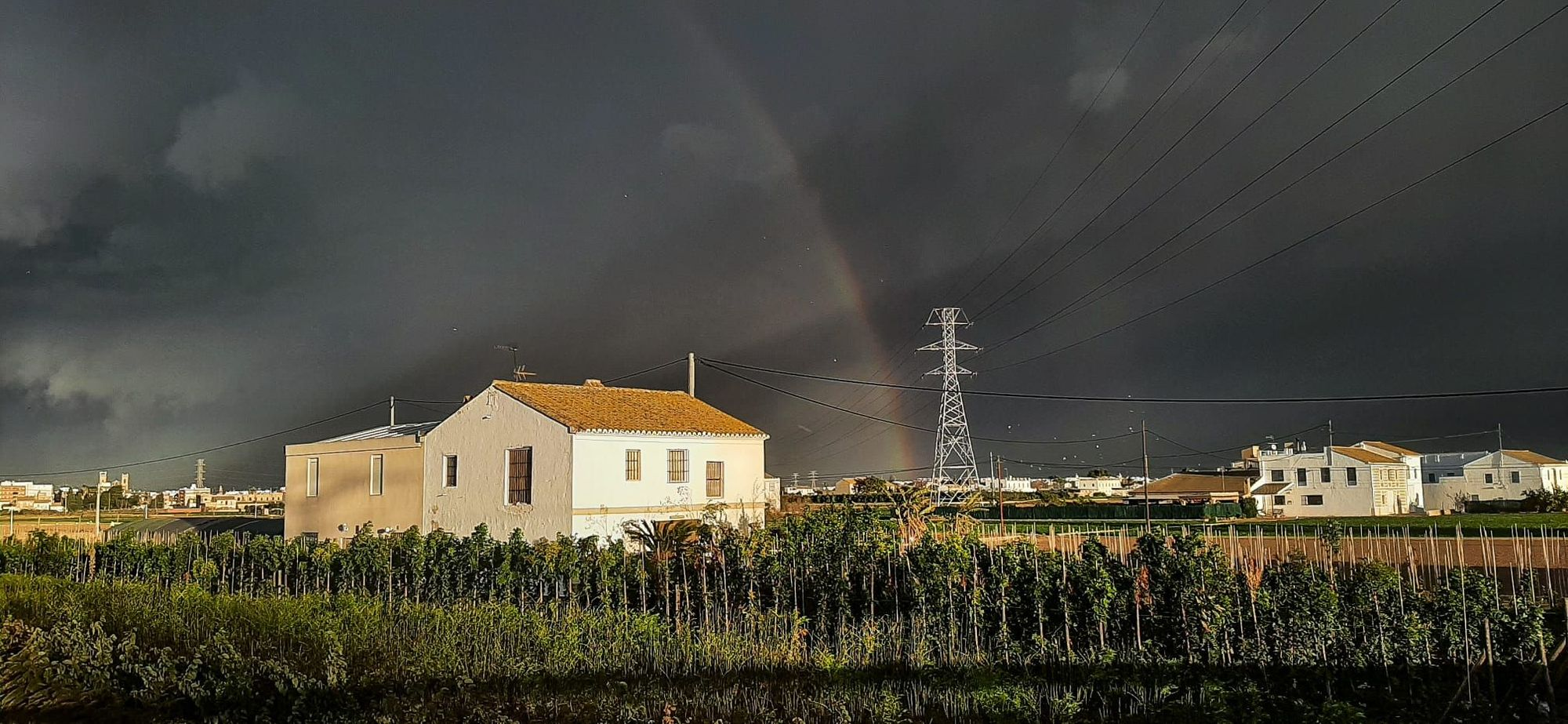 València amanece con un espectacular arcoiris