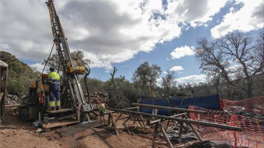 El 49,8% de los cacereños respalda la mina si trae la instalación de fábricas, según una encuesta