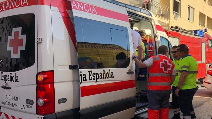 Atrapada una treintena de personas en un edificio okupa en llamas de Javalí Nuevo